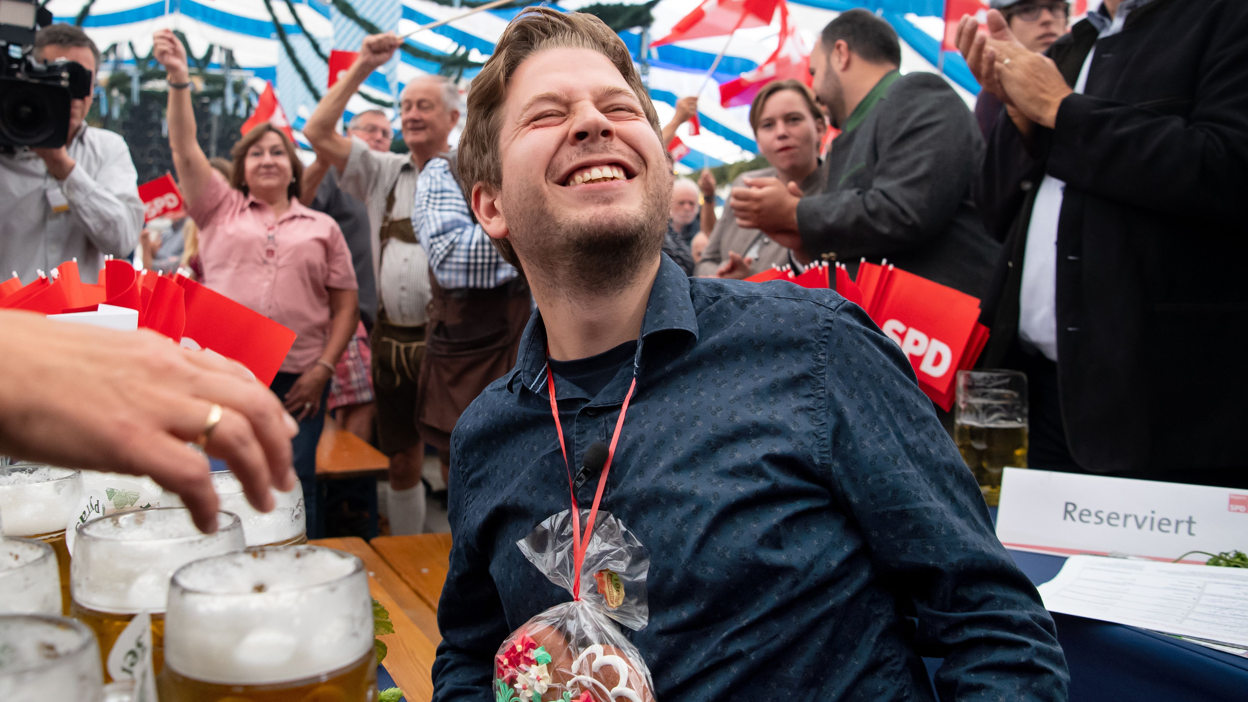 Juso-Chef Kevin Kühnert im SPD-Festzelt beim Gillamoos