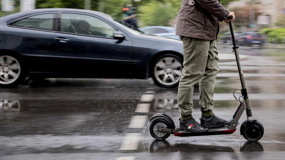 Elektroroller auf der Straße   Bild:dpa-Bildfunk/ Christoph Soeder