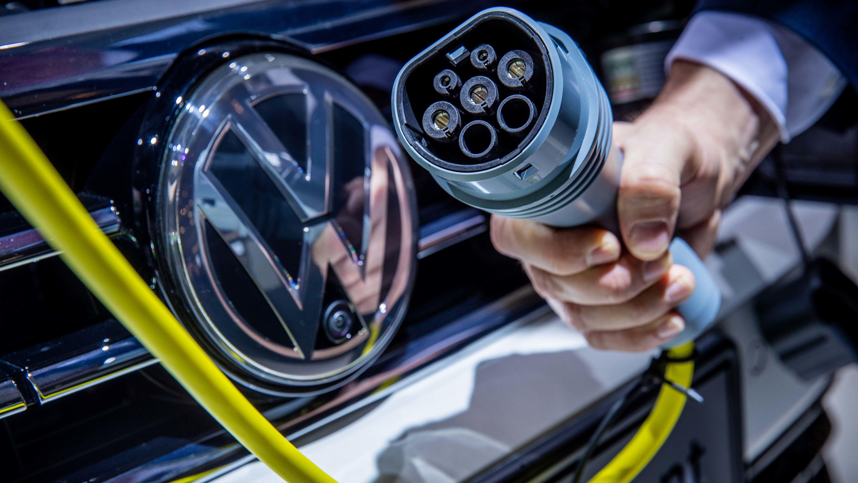 VW Passat mit Hybridantrieb