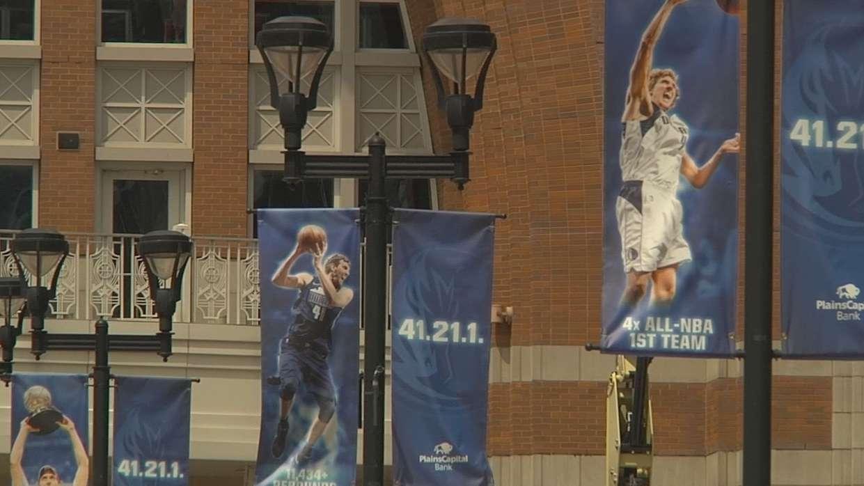 Flaggen mit Nowitzki-Motiven in Dallas