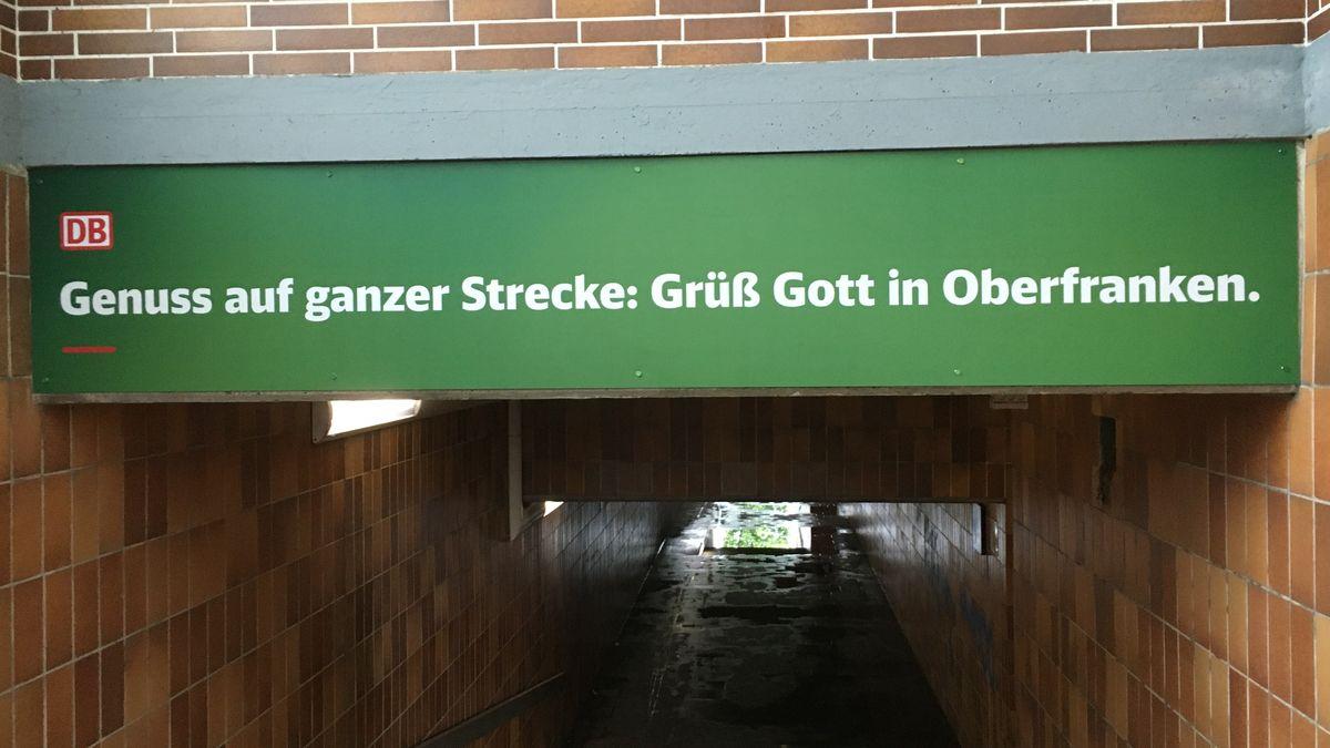 Hinweisschild im Bahnhof Ebelsbach-Eltmann in Unterfranken