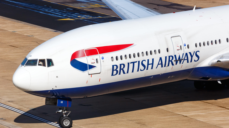 Maschine von British Airways am Flughafen London-Gatwick