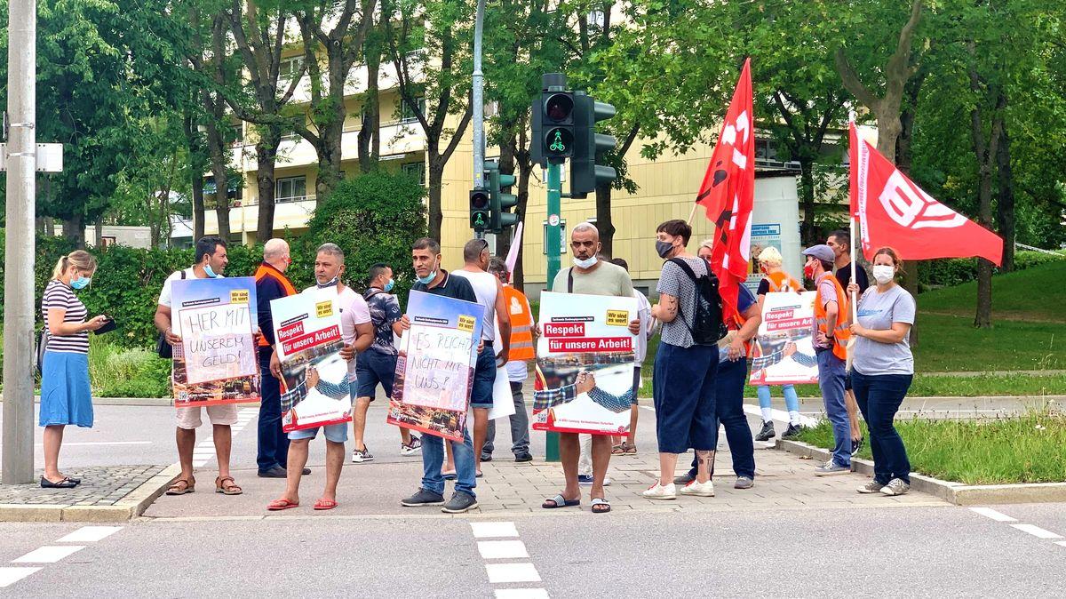 Die Bauarbeiter in Regensburg- Königswiesen kämpfen um ihren Lohn