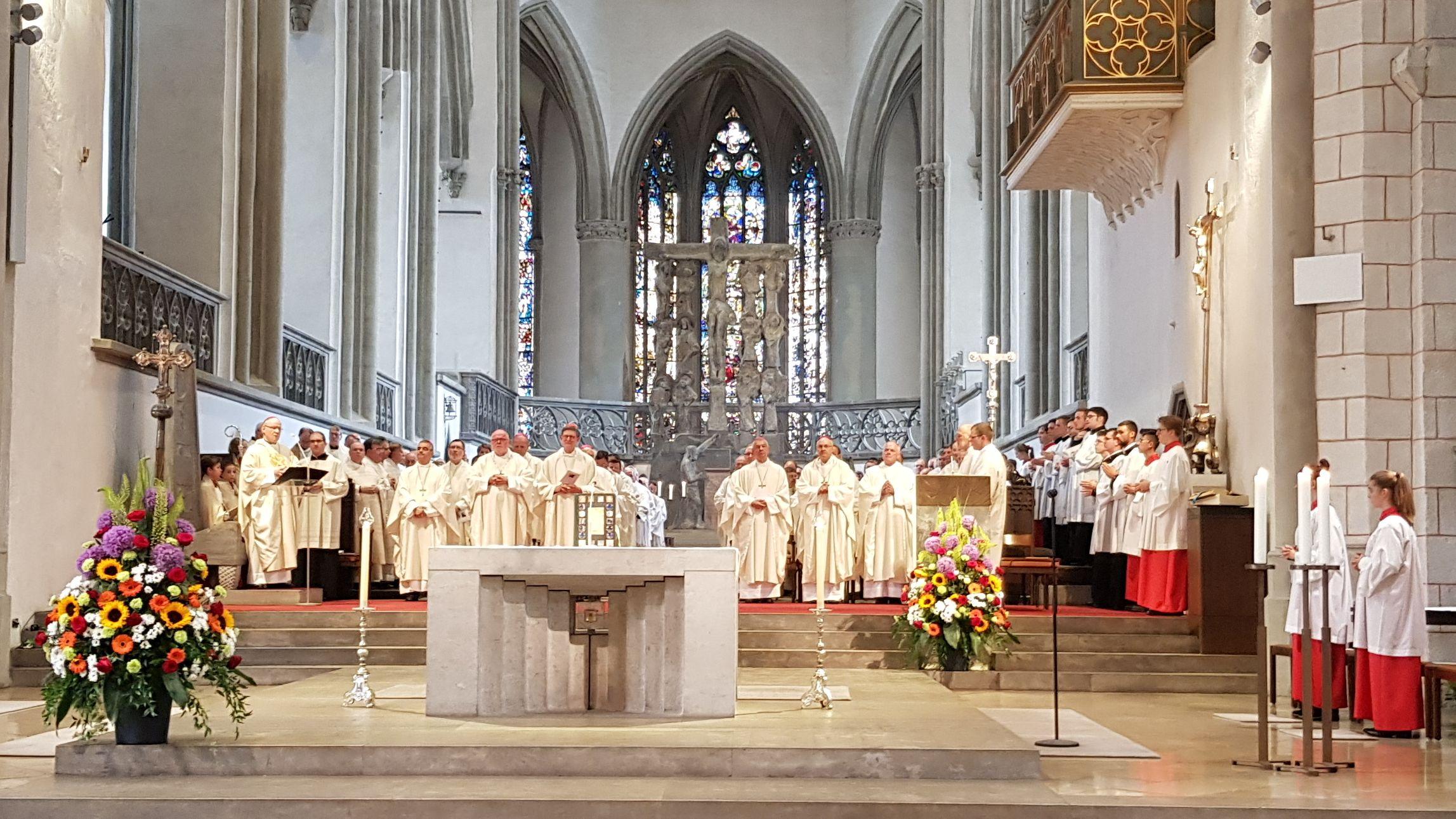 Abschiedsgottesdienst von Bischof Zdarsa im Augsburger Dom.