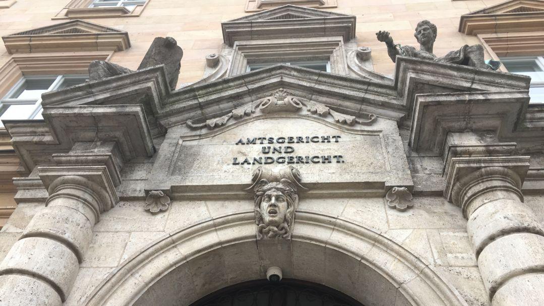Portal am Regensburger Gerichtsgebäude