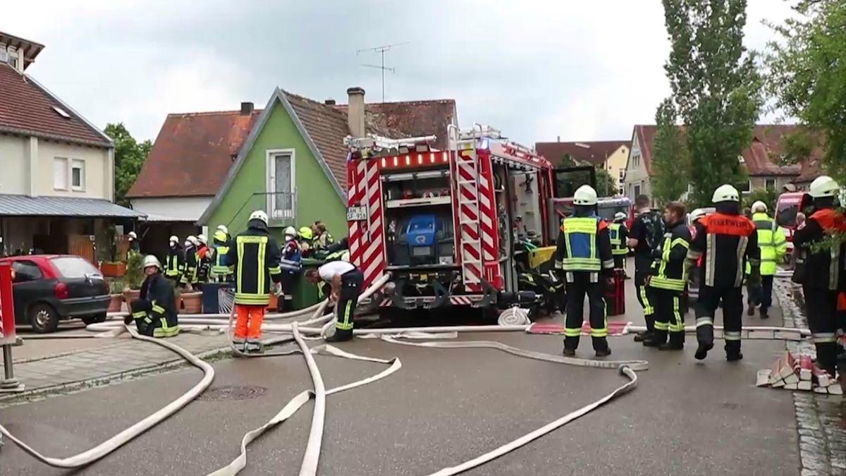 Feuerwehrkräfte am Brandort in Schillingsfürst