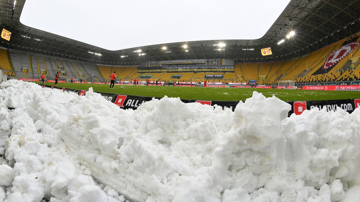 Schnee im Dresdner Rudolf-Harbig-Stadion (Archivbild)