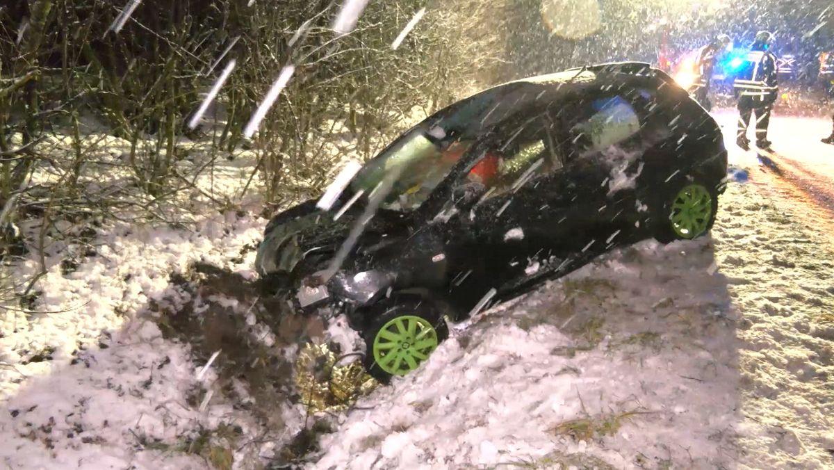 Schwerer Unfall auf B8 bei Hagenbüchach