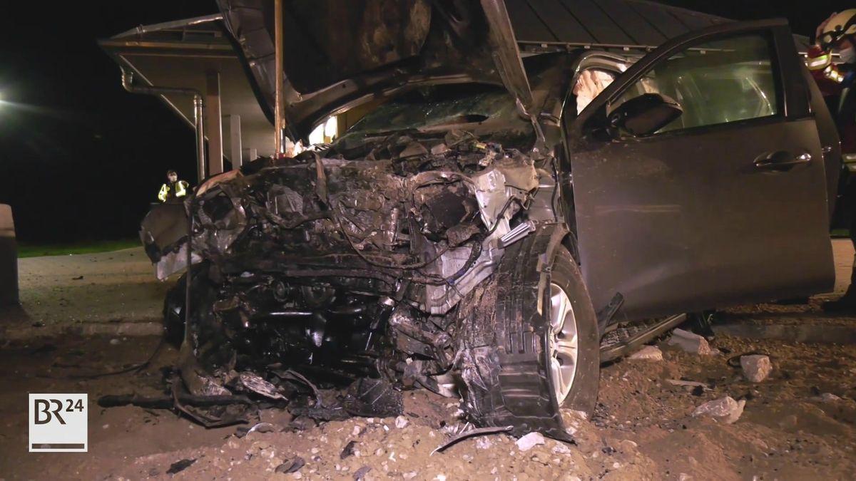 Zerstörtes Unfallfahrzeug