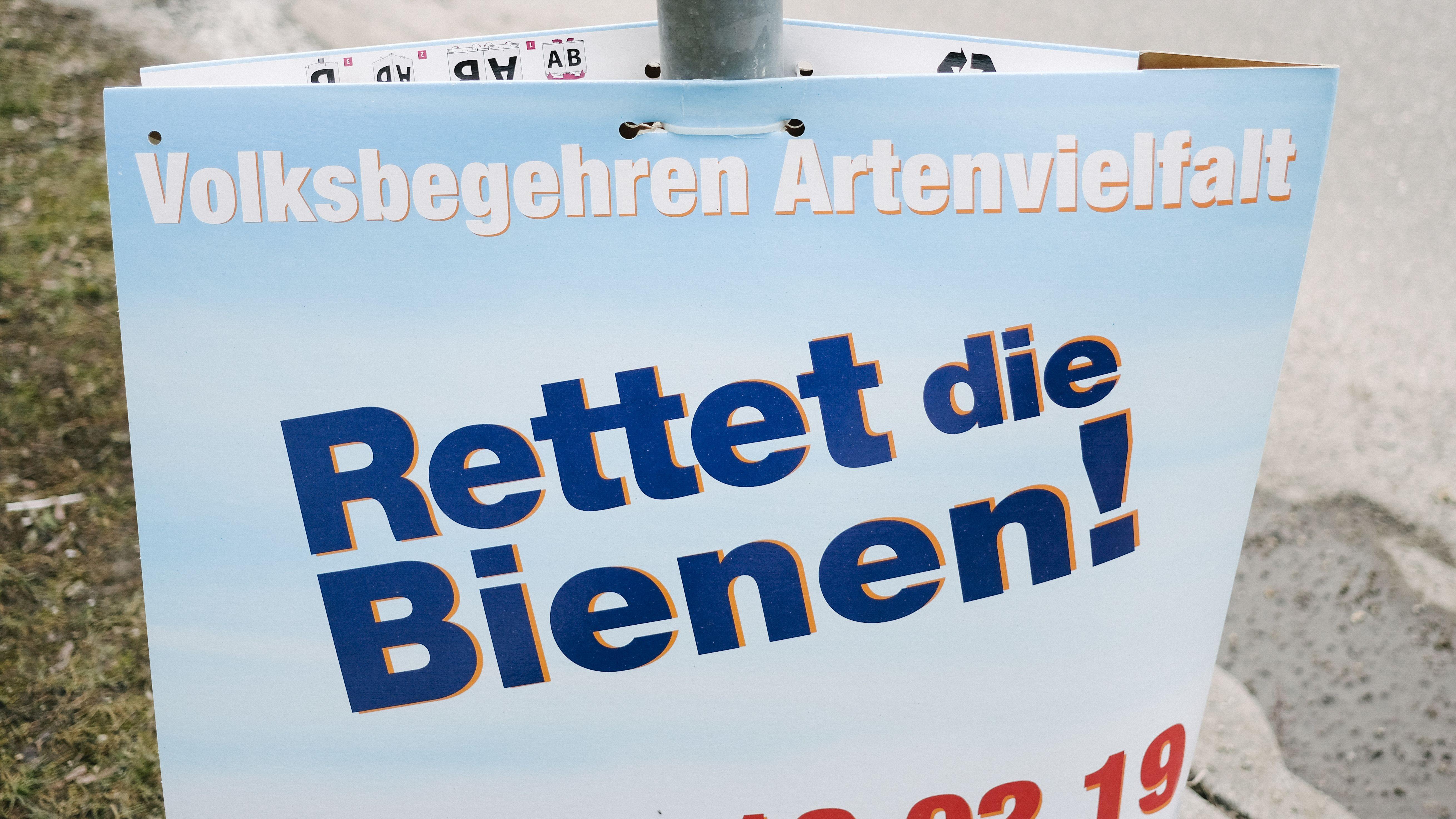 """Ein Schild zum Volksbegehren """"Rettet die Bienen!"""", aufgenommen am 10. Februar 2019."""