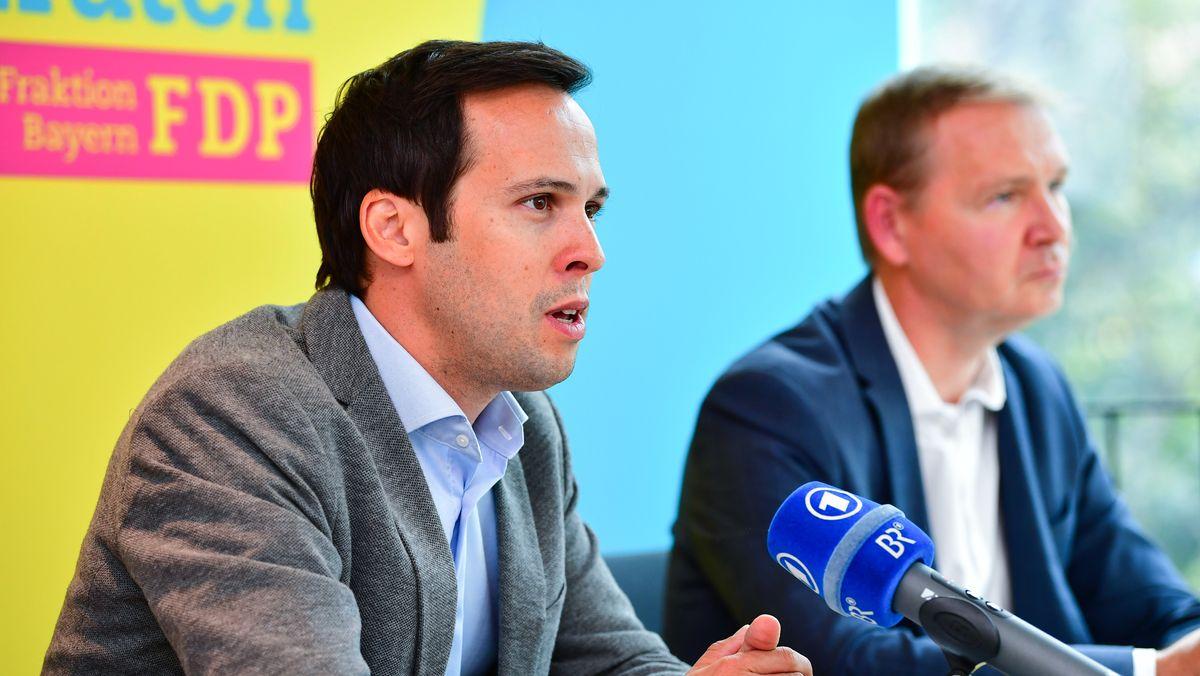 Der bayerische FDP-Fraktionsvorsitzende Martin Hagen und Fraktionssprecher Dominik Spreizer bei ihrer letzten Klausurtagung im September in Bamberg.