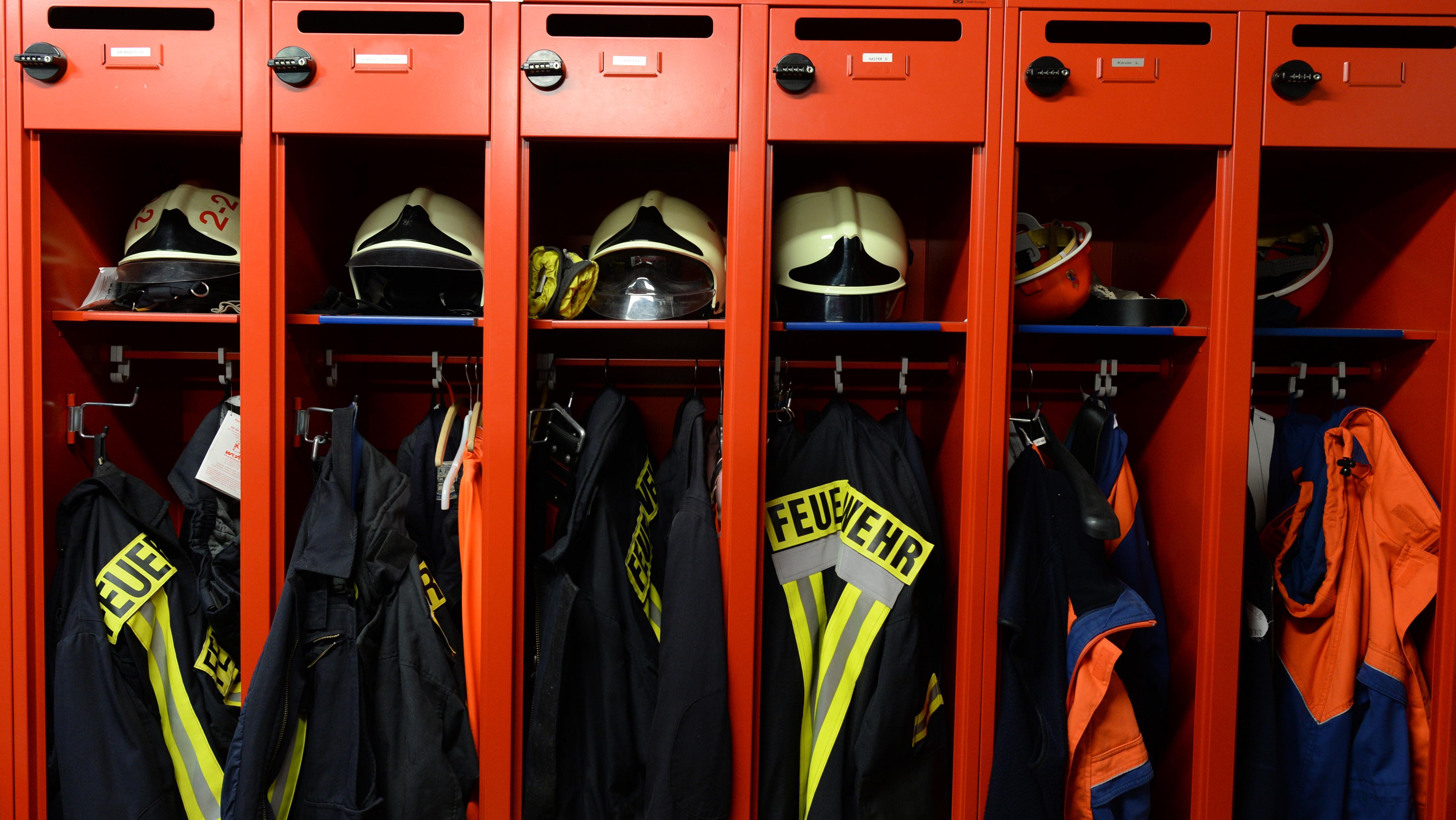 Feuerwehruniformen (Symbolbild)