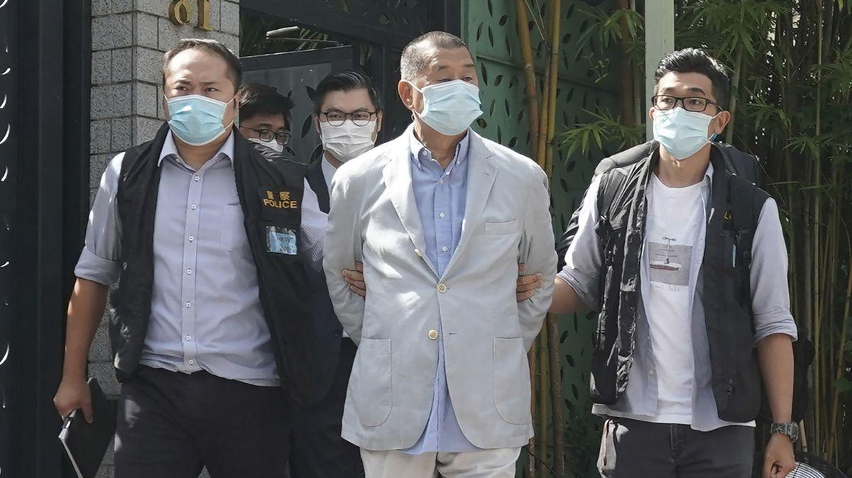 Der Hongkonger Medienunternehmer und Bürgerrechtsaktivist Jimmy Lai wird von der Polizei abgeführt