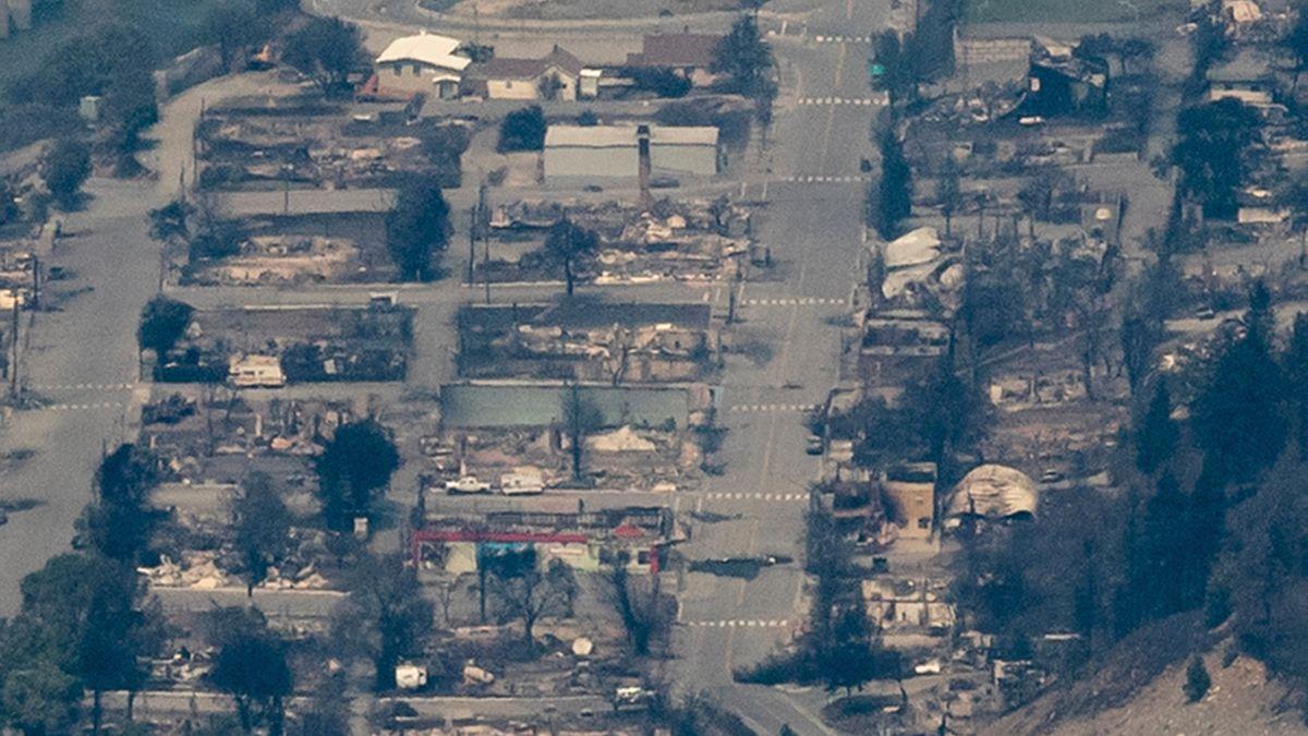 Vom Feuer zerstörte Gebäude sind in Lytton, British Columbia, zu sehen. In Kanada herrschen Rekordtemperaturen.