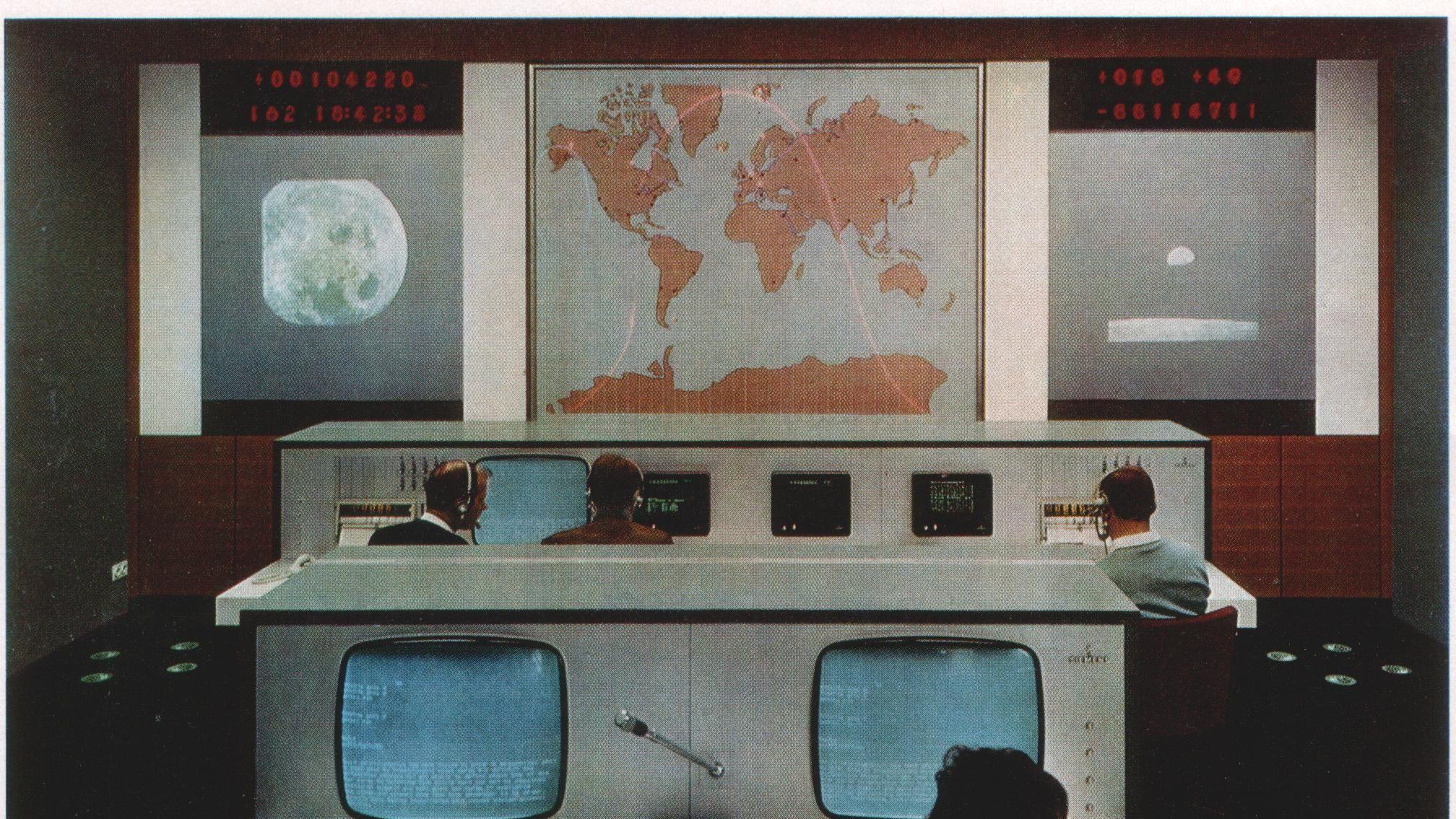 Überwachung der Azur-Mission im Deutschen Raumfahrt-Kontrollzentrum in Oberpfaffenhofen.