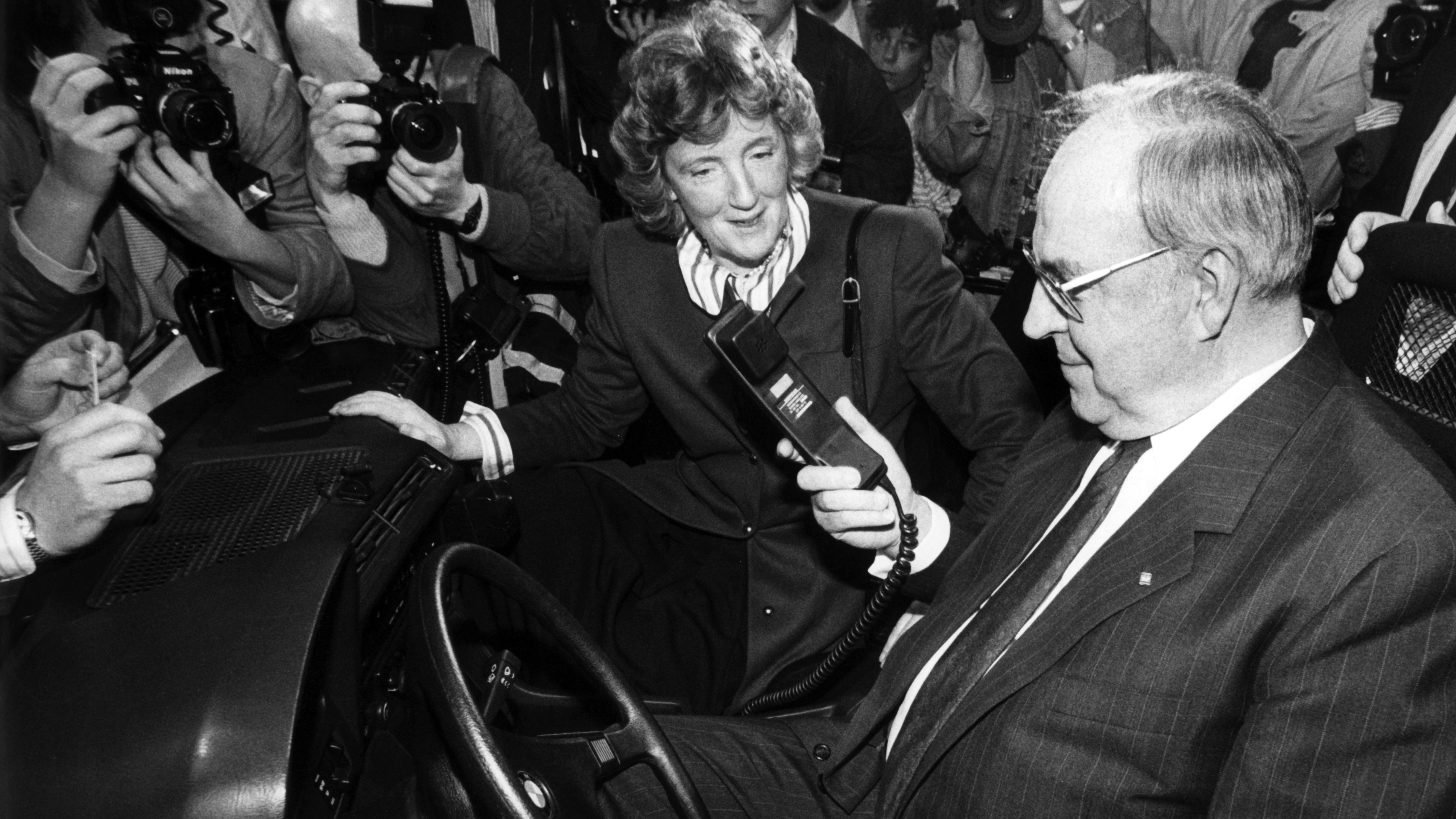 CEBIT 1989: Helmut Kohl telefoniert