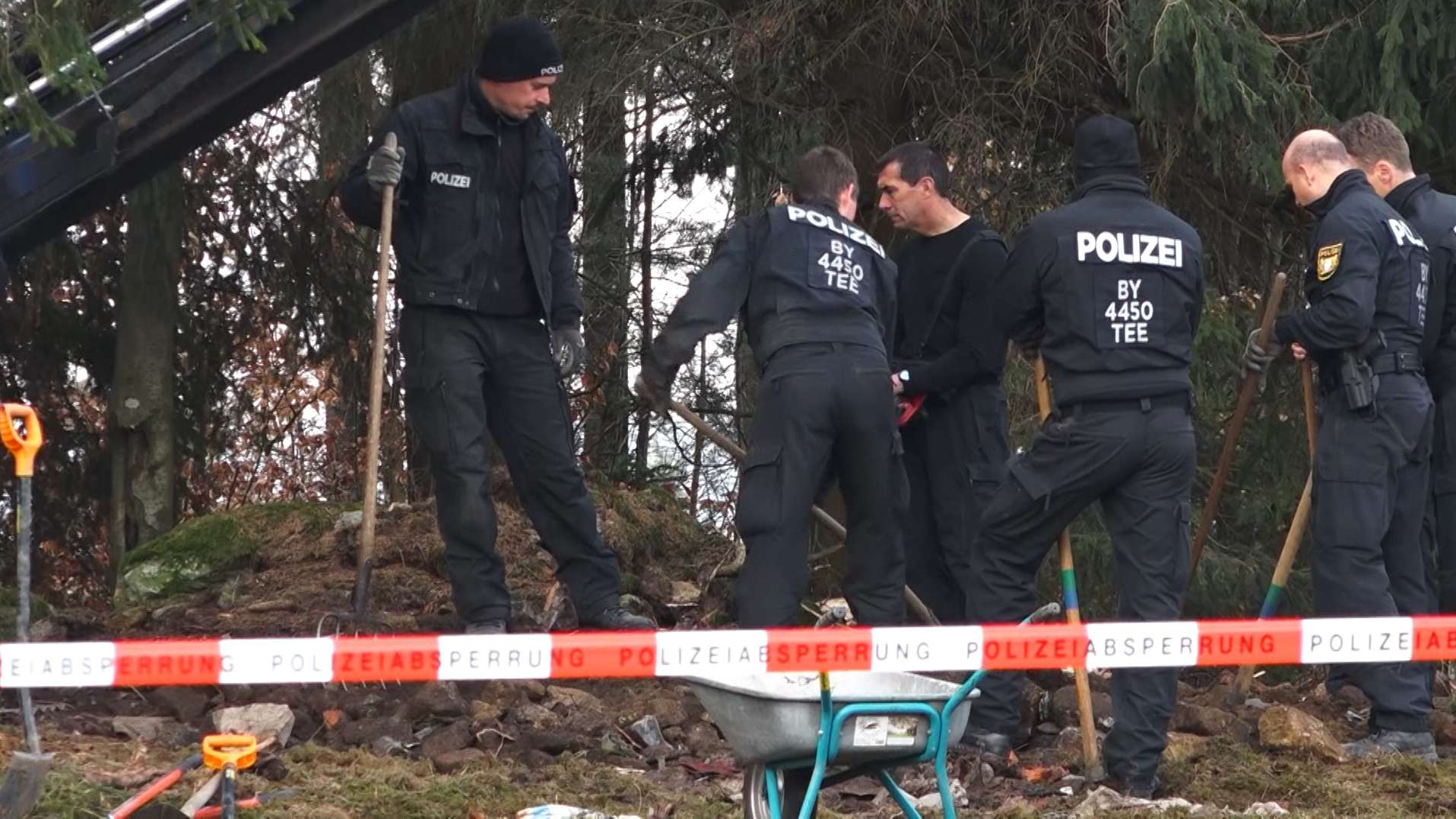 Suche nach der Leiche von Monika Frischholz.