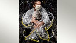 """Die erste Umarmung"" von Mads Nissen | Bild:dpa-Bildfunk/com.cm4ap.tpl.util.TplContext@19b0a23"
