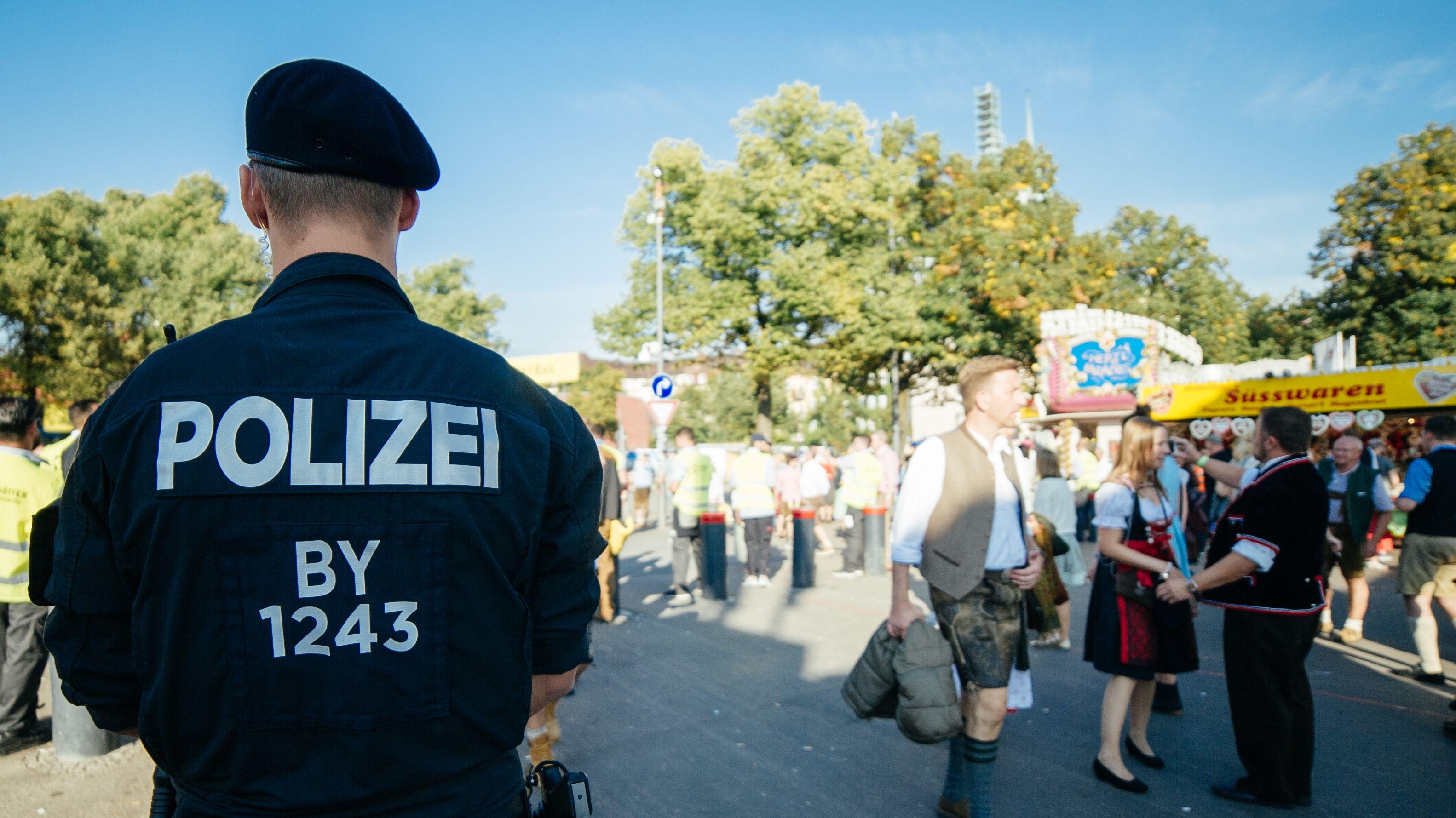 In Sachen Kriminalität meldet die Polizei von der Wiesn vermeldet weitgehend Konstanz  - und nennt launige wie dramatische Einzelfälle.