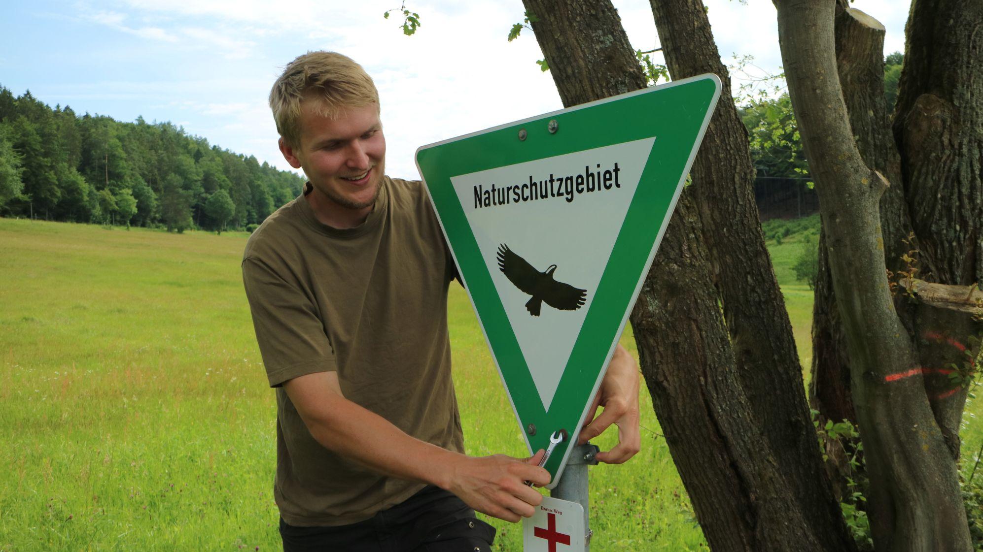 Ranger Andreas Schätzlein bei der Kontrolle eines Schutzgebiets