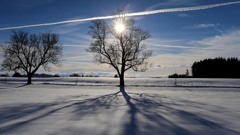 Sonne über Winterlandschaft | Bild:dpa-Bildfunk/Karl-Josef Hildenbrand
