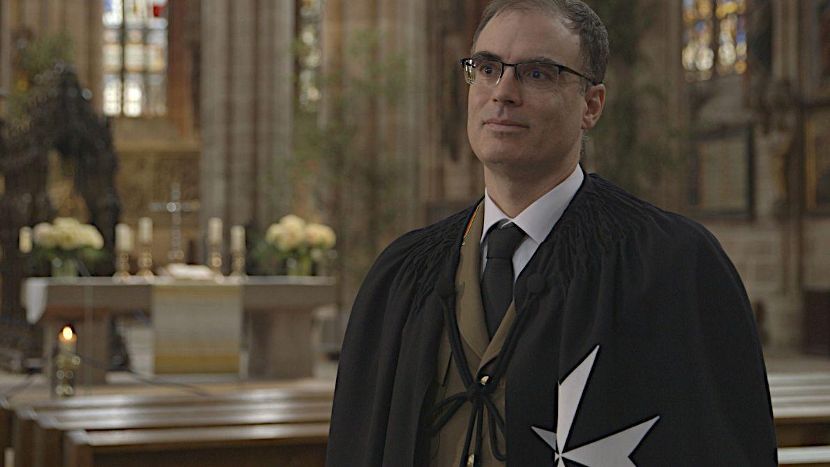 Mitglied des Johanniterordens in Ordenstracht