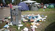 Was haben Zelte, leere Bierdosen und Sofas gemeinsam? Sie werden bei Open Air Festivals gerne liegen gelassen. | Bild:dpa-Bildfunk
