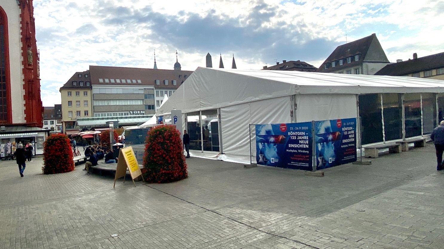 """Die Ausstellung """"Röntgen – 125 Jahre neue Einsichten!"""" auf dem Würzburger Marktplatz"""