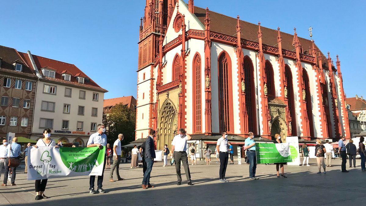 """Bild von der ersten """"Dienst-Tag""""-Demo in Würzburg"""
