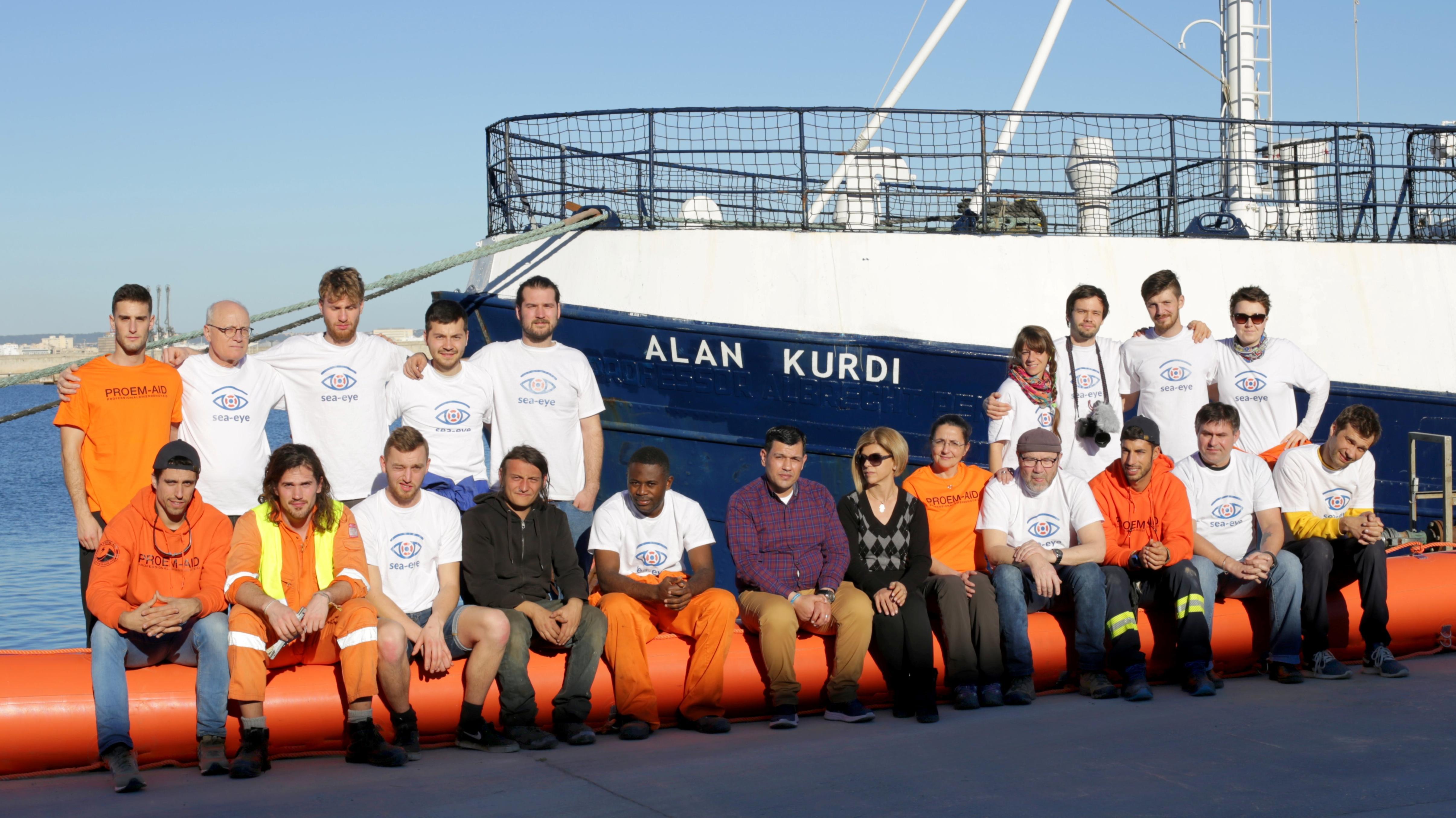 """Die Crew der """"Alan Kurdi"""""""