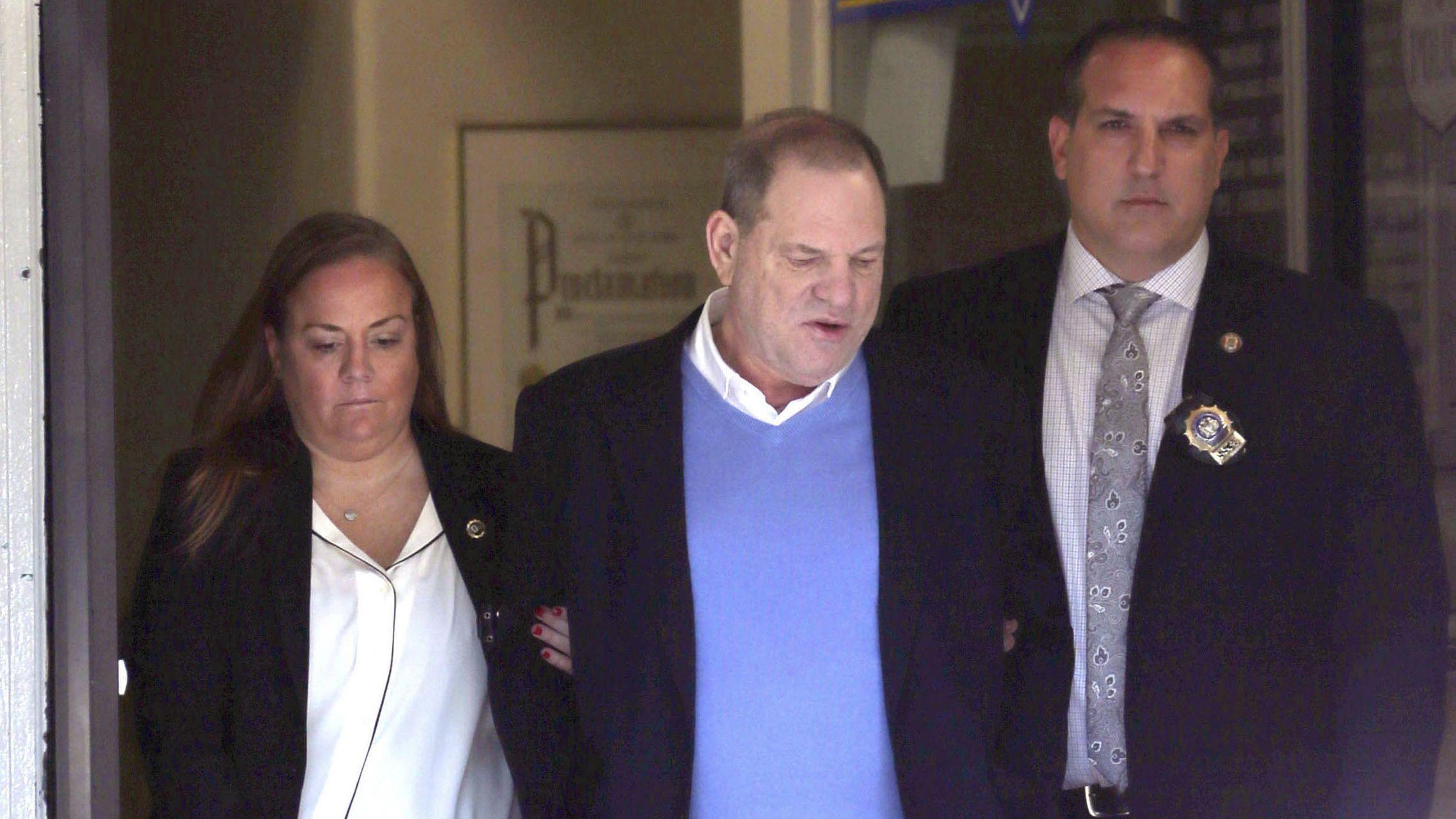 Ex-Filmmogul Harvey Weinstein wird abgeführt.