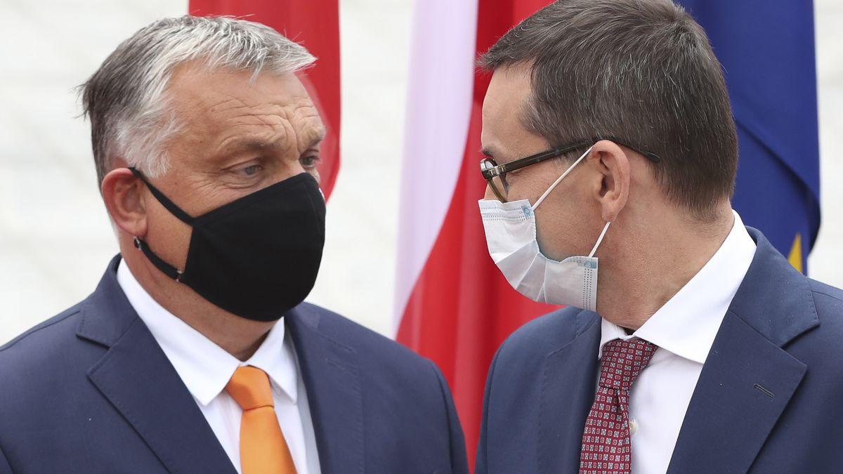Viktor Orban und Mateusz Morawiecki bei einem Treffen in Brüssel