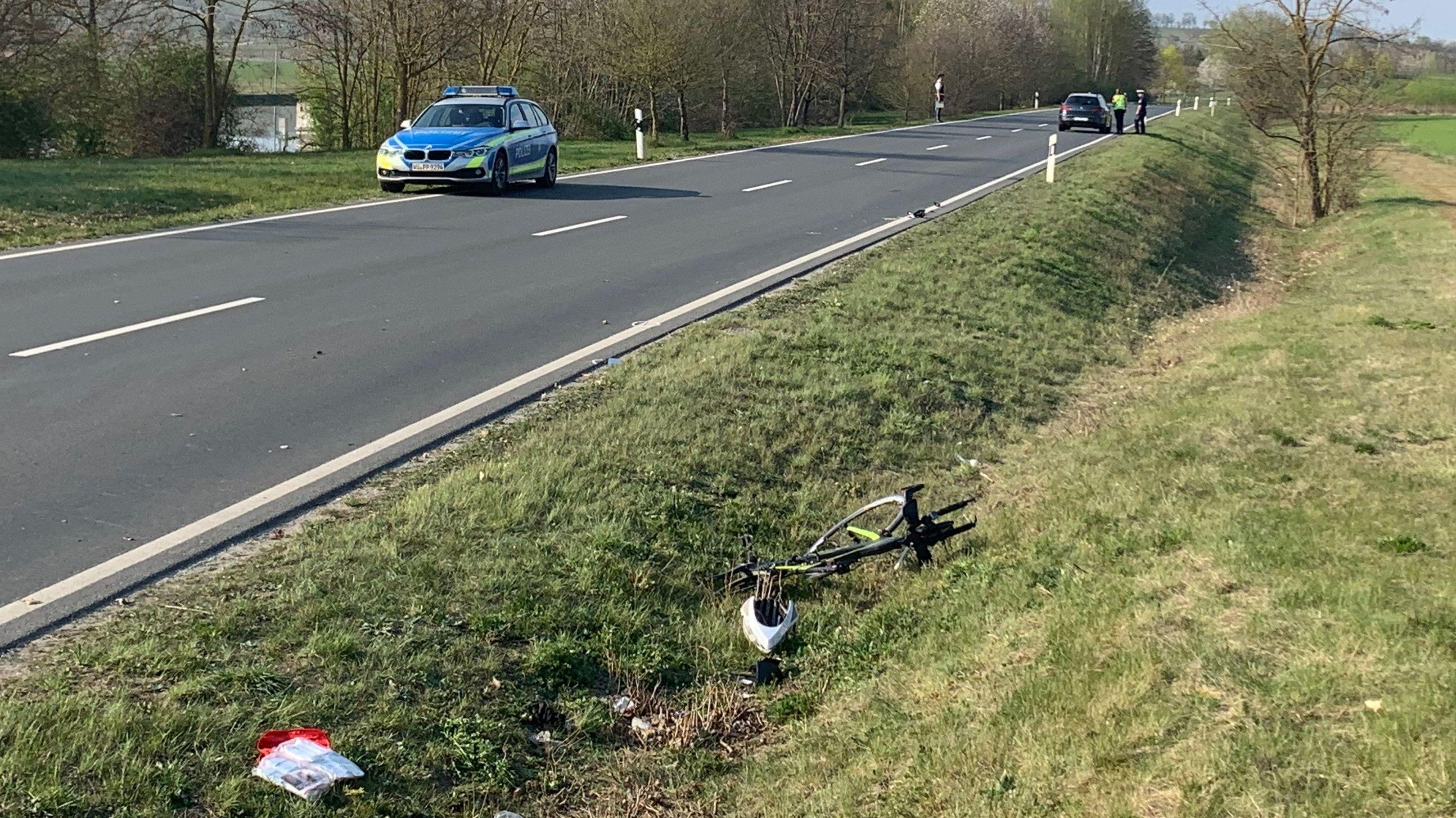 Die Unfallstelle mit dem Fahrrad des lebensgefährlich Verletzten