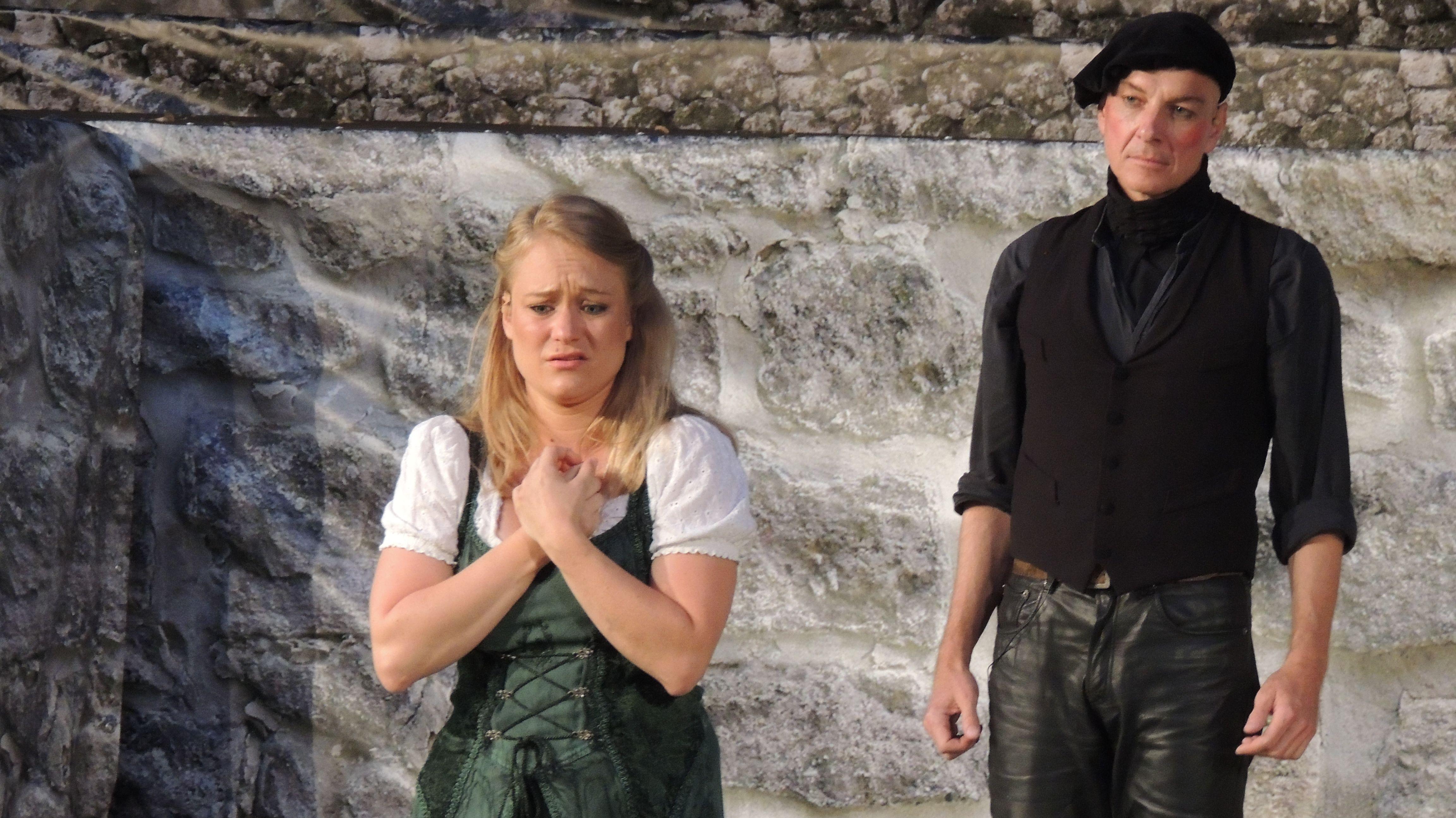 Dramatische Szene aus Faust mit Caroline Horn als Gretchen und Daniel Leistner als Faust