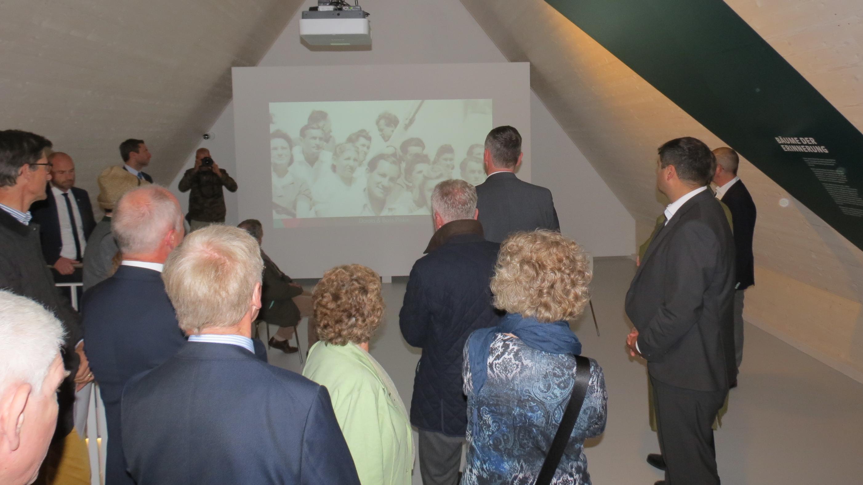 """Eröffnung der Dokumentationsstätte  """"Erinnerungsort Badehaus"""" in Waldram am 21.10.2018."""