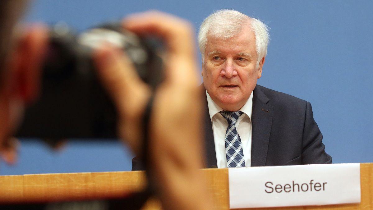 Horst Seehofer in der Bundespressekonferenz