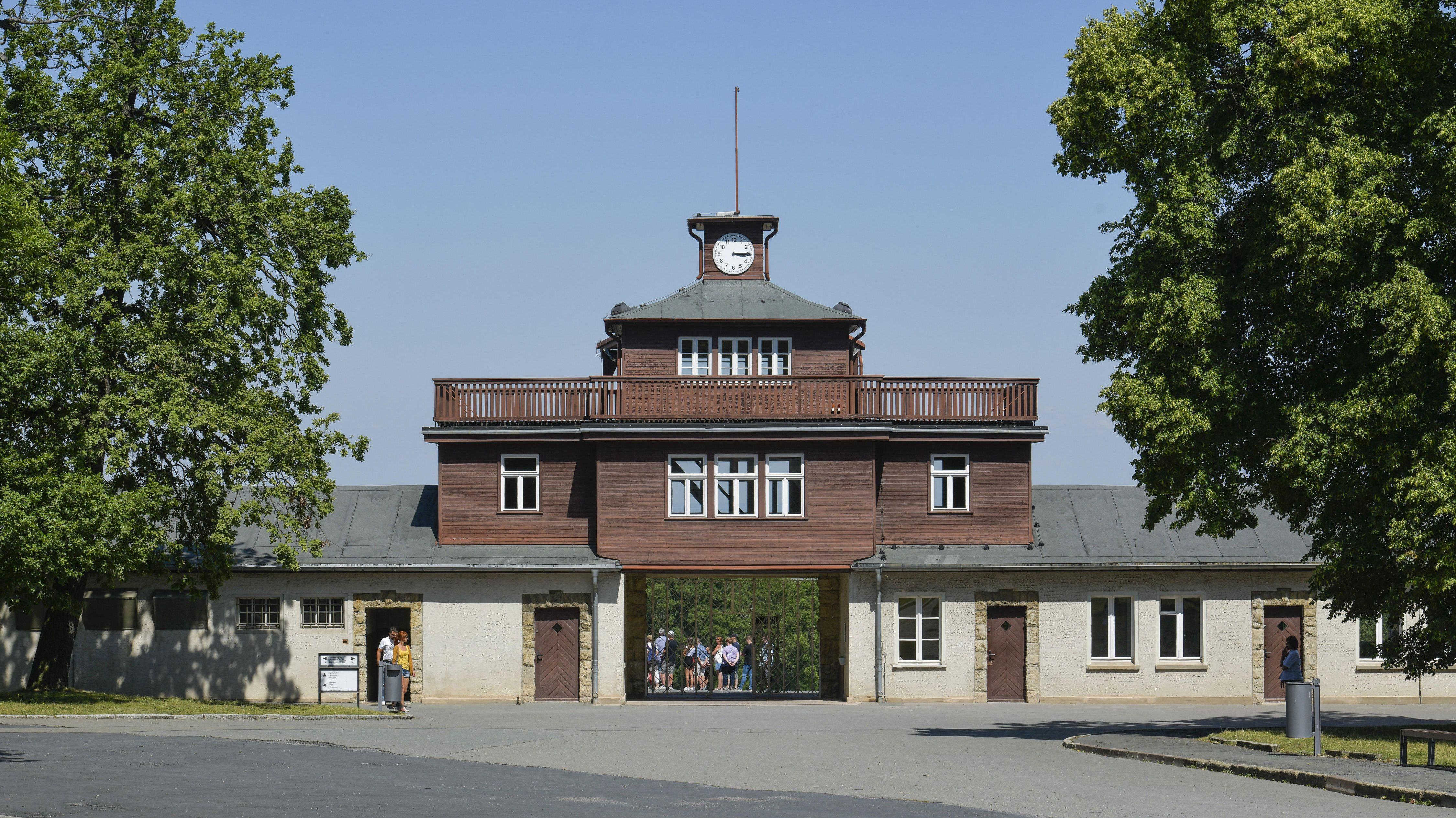 Das Tor zur Gedenkstätte KZ Buchenwald in Thüringen.