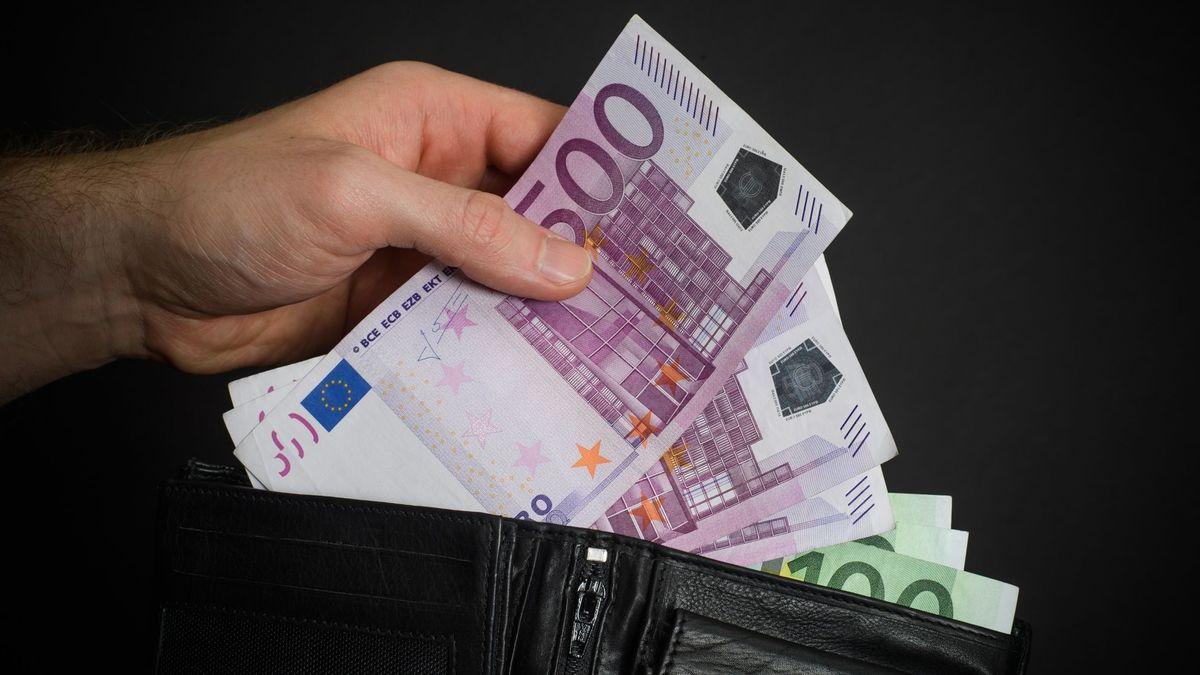 Insgesamt knapp 70.000 Euro soll sich der Polizist unter Vorwand in die eigene Tasche gesteckt haben.