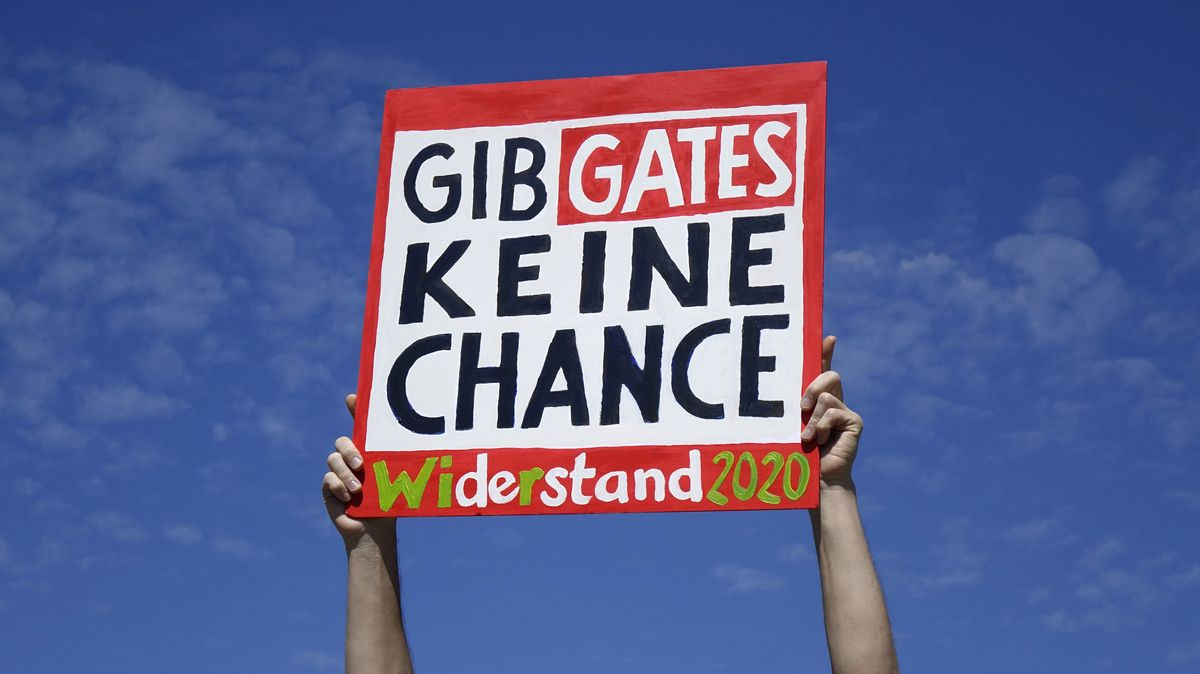 Anti-Bill-Gates-Demonstrant in Berlin