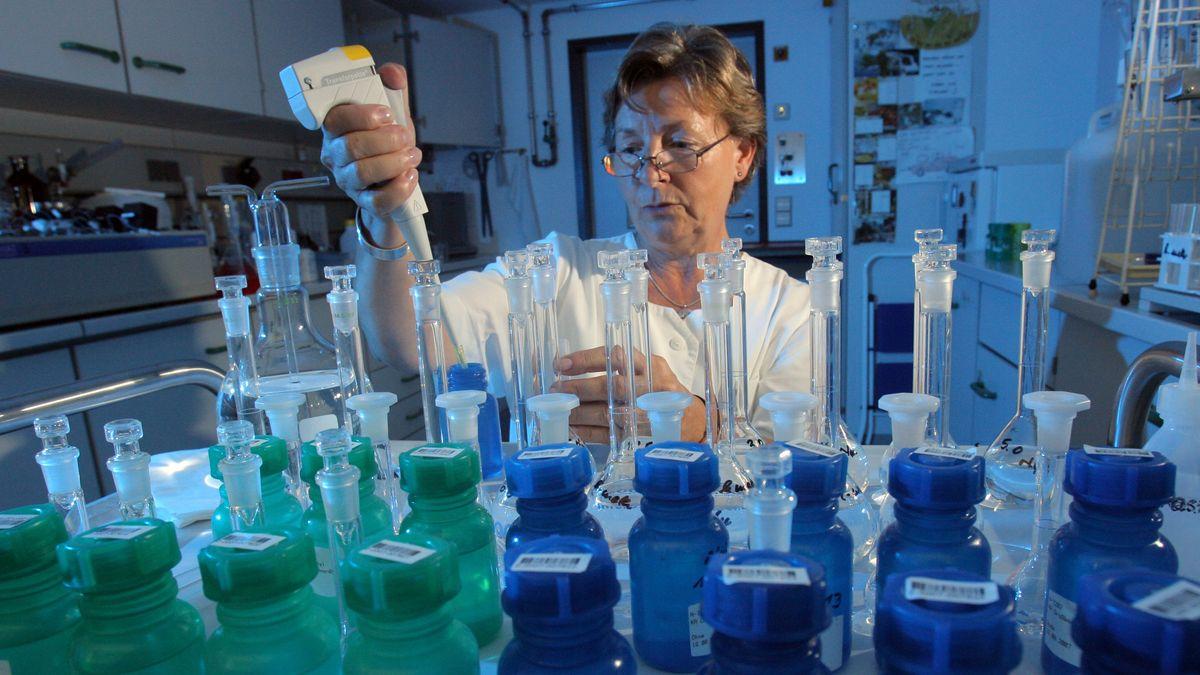 Wasseranalyse im Labor (Symbolbild)