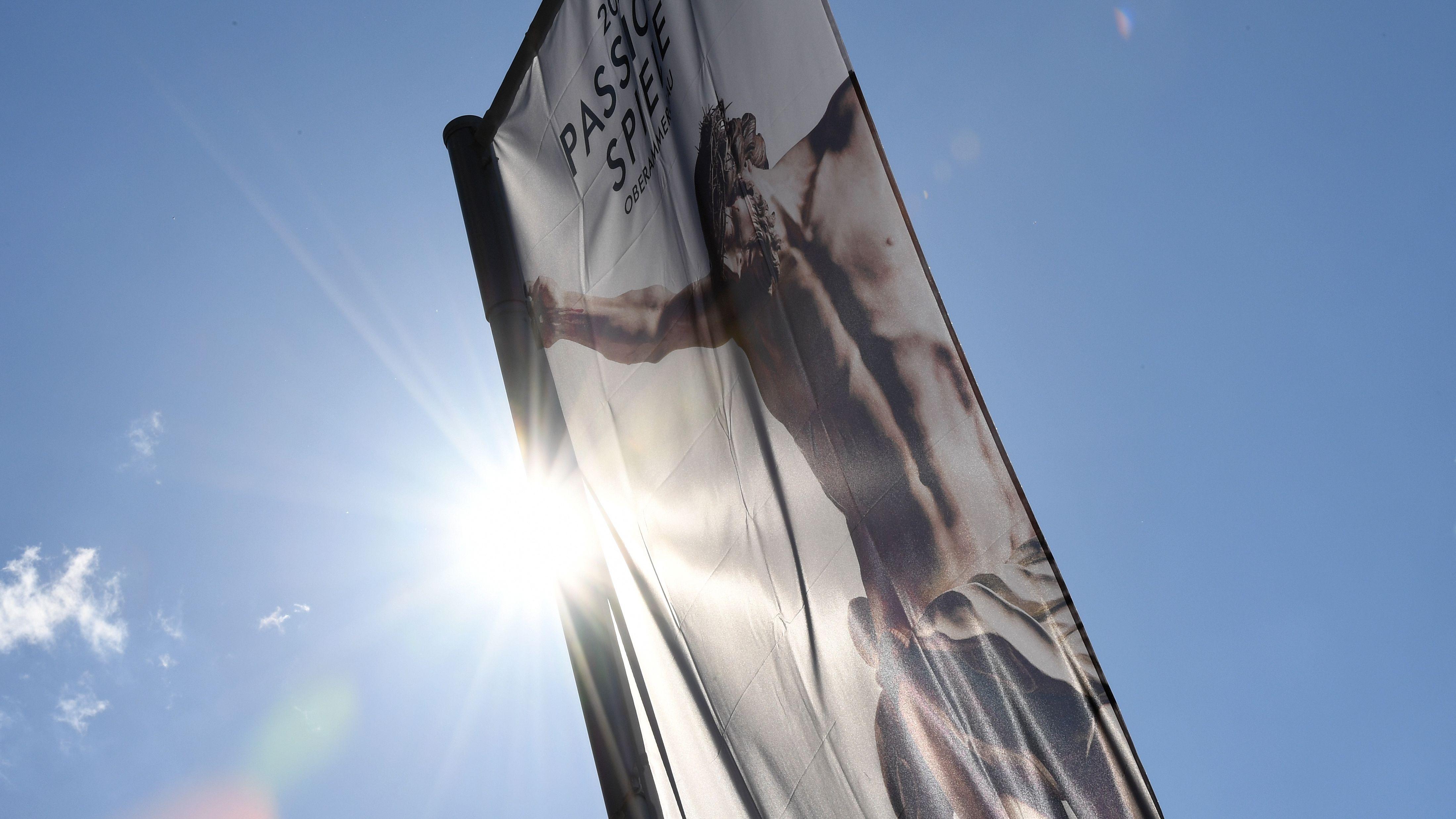 Werbefahne für die Oberammergauer Passionspiele