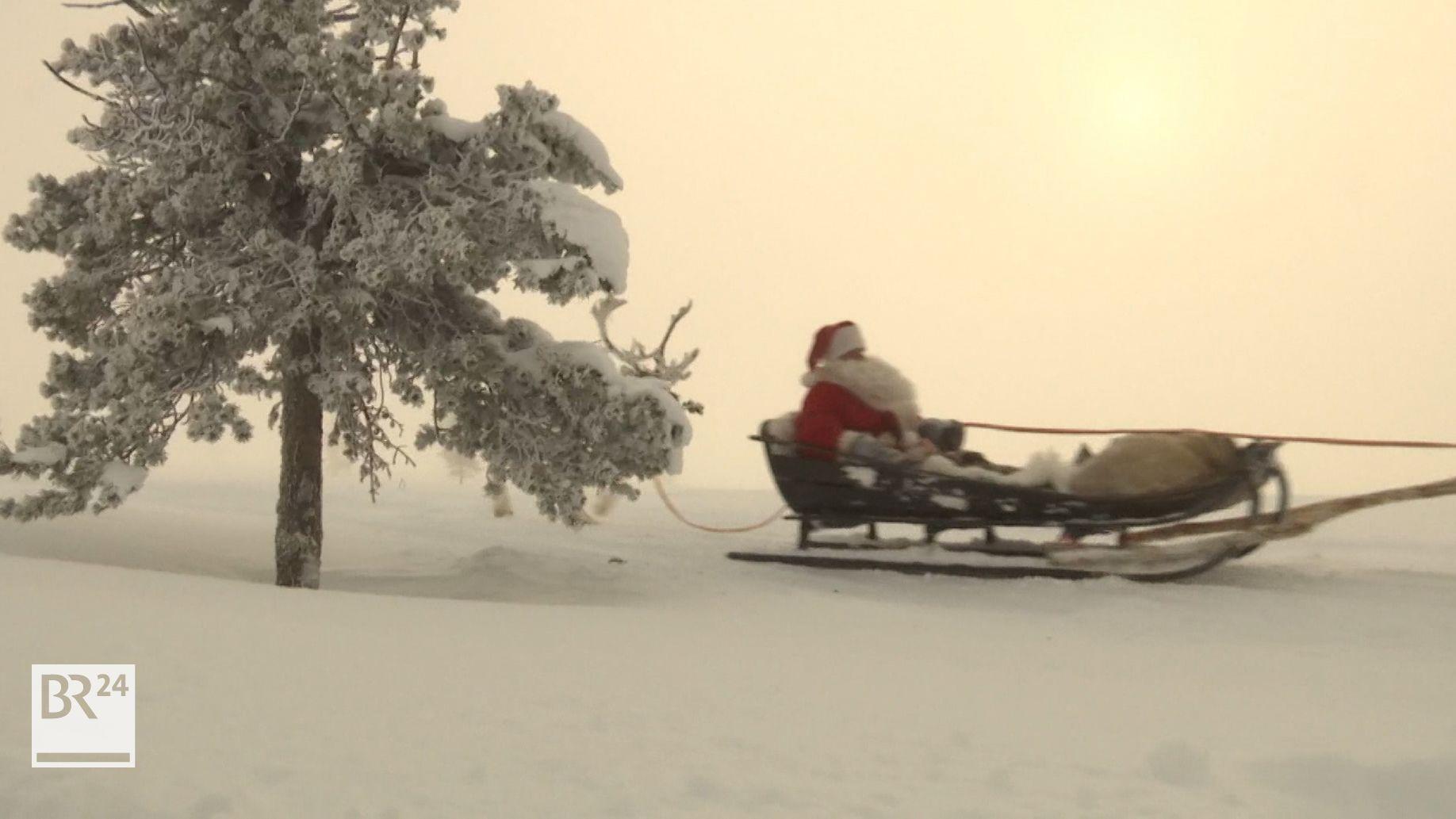 Weihnachtsmann auf dem Weg