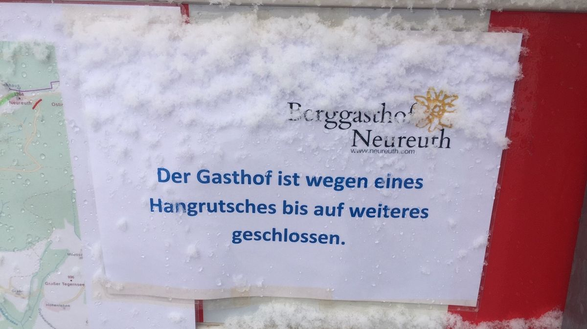 Schild an der gesperrten Forststraße nach Neureuth, Foto vom 18. Januar 2020.