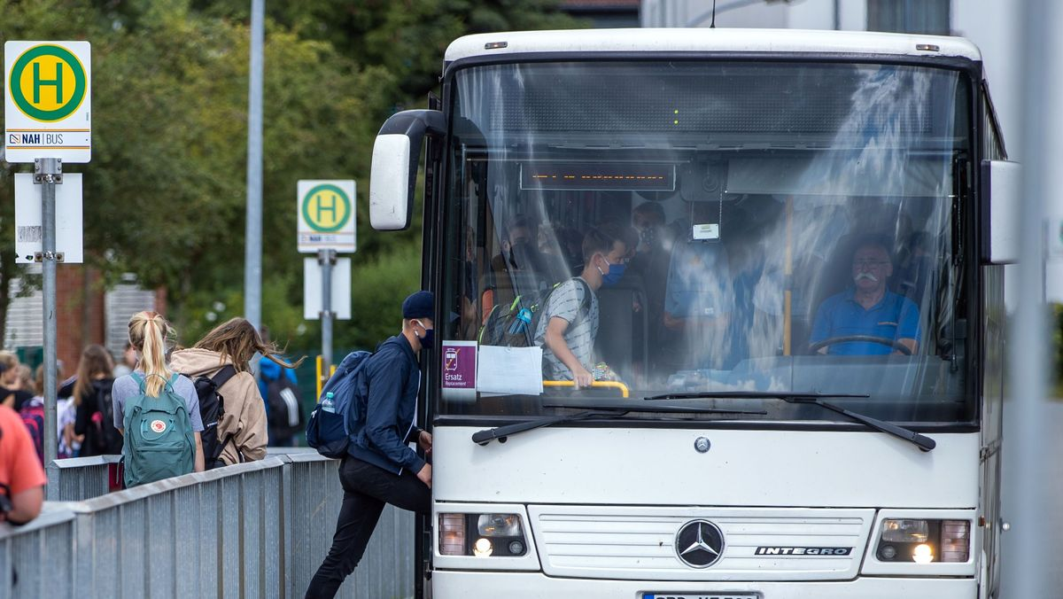Symbolbild Schulbus