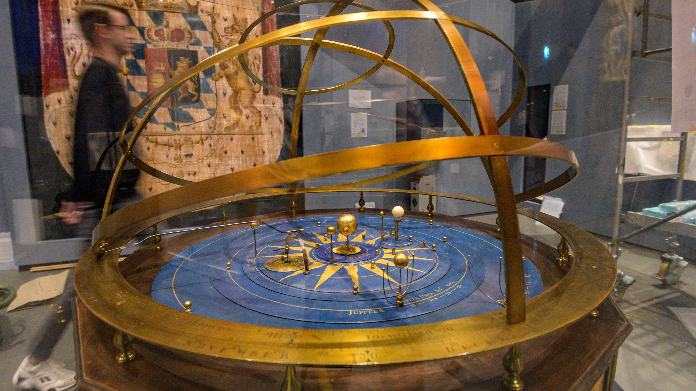 Das Planetarium von George Adams für den bayerischen Kurfürsten Karl Theodor aus der Zeit um 1755 steht in der Bayerischen Landesausstellung 2019/20.