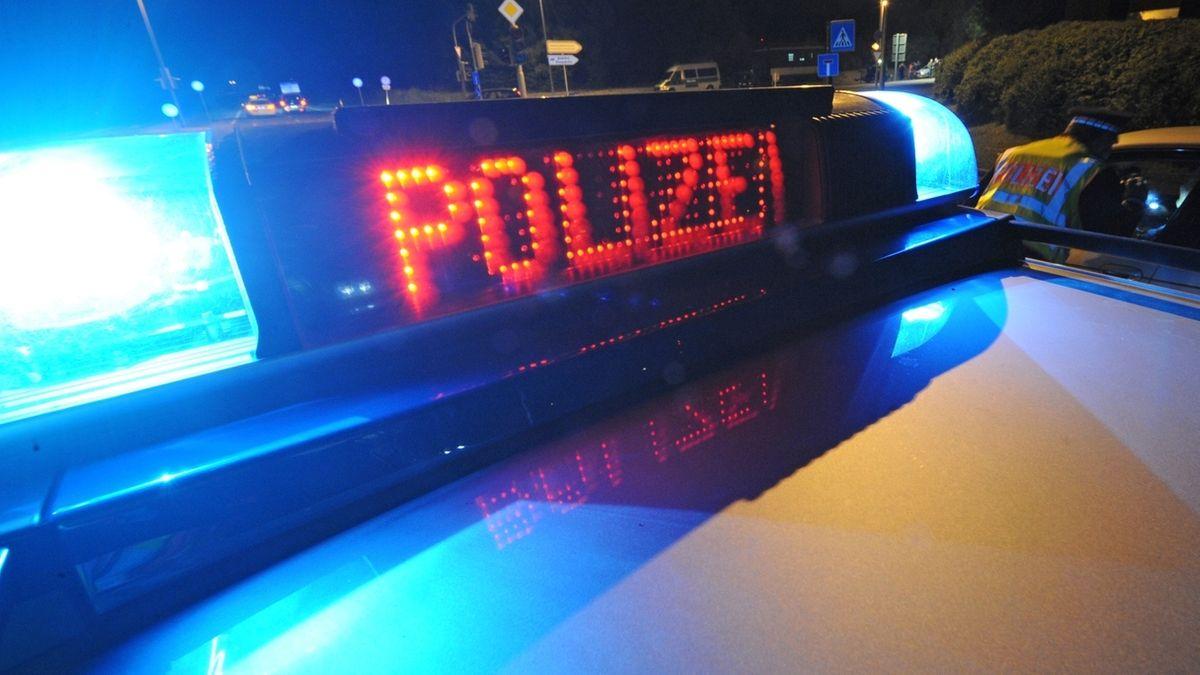 Polizei Blaulicht bei Nacht