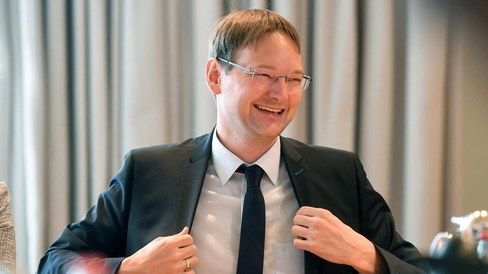 Hans Reichart bei der ersten Sitzung des neuen Kabinetts | Bild:dpa-Bildfunk/Tobias Hase