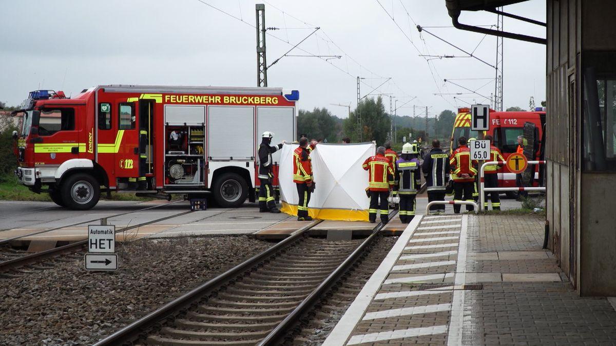 Bei einem Unfall im Bahnhof Bruckberg bei Landshut sind am Morgen gegen 7.15 Uhr zwei Brüder ums Leben gekommen.