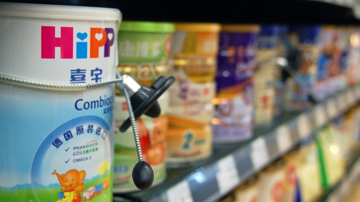 Dose Milchpulver von Hipp in einem Supermarkt in China