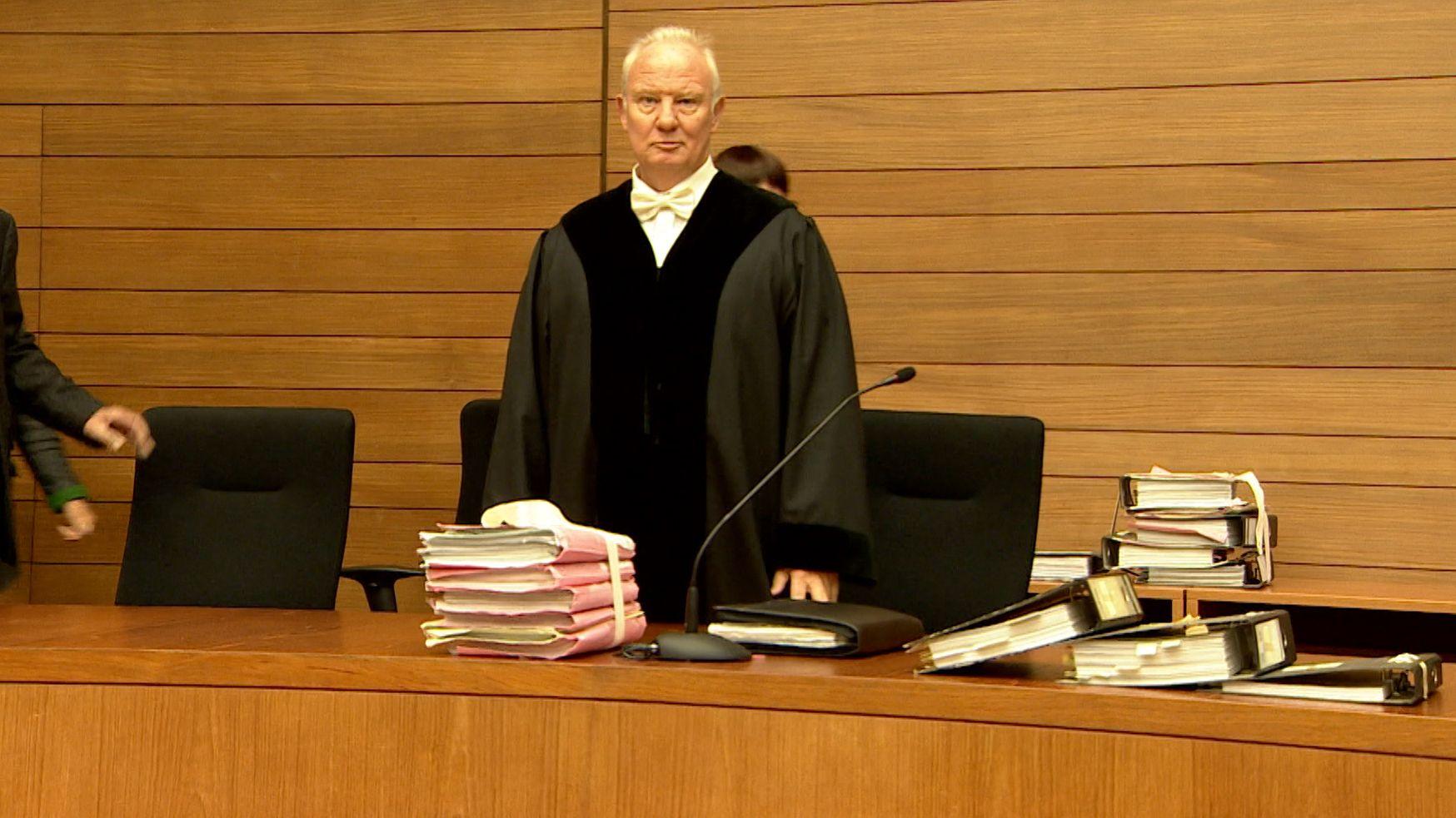Richter beim Auftakt des Berufungsprozesses am Landgericht Traunstein
